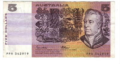 AU1.04 • Buy AUSTRALIA $5 Dollars VF Banknote (1985 ND) P-44e Johnston-Fraser Sign Prefix PPQ