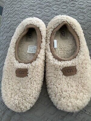 £16 • Buy Ugg Sheepskin Slippers Size 5 Says Size 7 But Come Up Small  Airplane Slippers