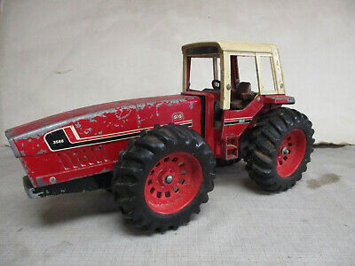 AU1.35 • Buy (1979) International Harvester 3588 2+2 Toy Tractor, 1/16 Scale