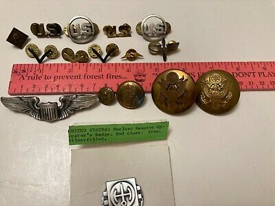 $19.99 • Buy Vintage LOT~WWII + Lapel+Collar Pins~CHEVRON+Wings+US+Navy+ BIG Military Buttons
