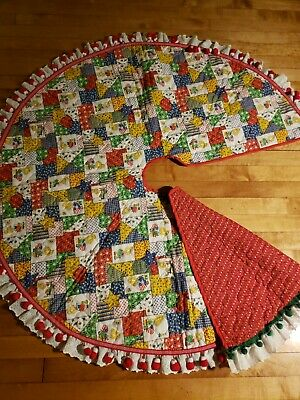 Vtg Farmhouse Patriotic Red Quilt Christmas Tree Skirt W/ Jumbo Pompom Lace Trim • 56.63£