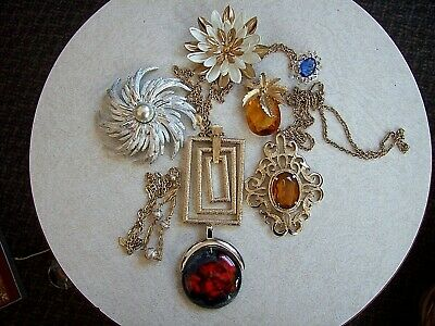 $ CDN75 • Buy Vintage Lot Of 9 Sarah Coventry Pieces - Pins - Ring - Necklaces