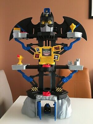IMAGINEXT TRANSFORMING LIGHT UP BATMAN BAT CAVE PLAYSET And Figure • 22.99£