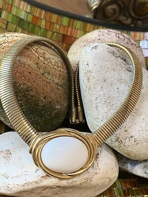 Vintage Trifari  Gold Tone Necklace White Cabochon Oval Stone Matching Earrings • 38.88£