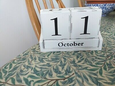 Wooden Shabby Chic Perpetual Desk Rustic Calendar Off/White Block Flip Style • 6.50£
