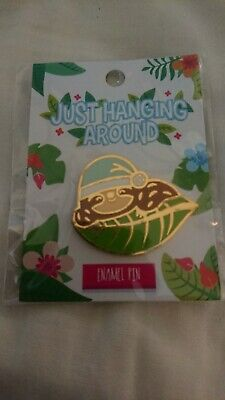 Just Hanging Around Pin Badge Animal Sloth • 1£