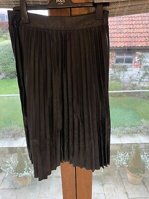 Womens M&S Leather Look Pleated Knee Length Skirt Size 12 • 2.30£