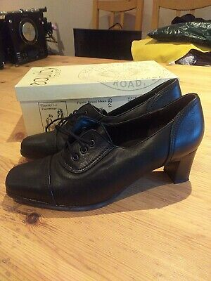 Equity Black Shoes • 4£