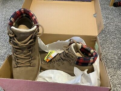 Sketchers Boots Walking Shoes Trainers UK Size 4 EU SIZE 37 • 31£