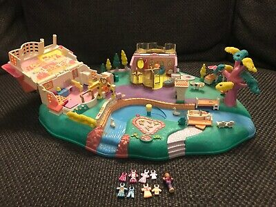 Vintage Polly Pocket ~ Magical Movin' Pollyville 1996 Including Dolls & Clothes • 8£