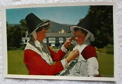 Post Card, Welsh Girls In Welsh National Costume. In Unused Mint Cond, J Salmon  • 1.99£
