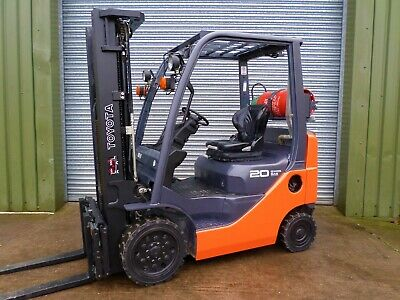 Forklift/fork Lift/forklift Truck/TOYOTA TRIPLE CONTAINER YEAR 2014 • 8,000£