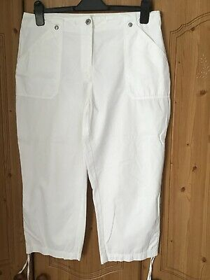 White 3/4 Length Trousers Size 14 • 3£