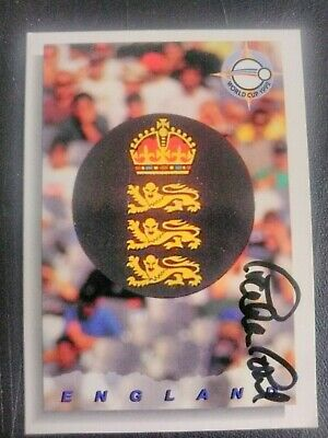 AU5 • Buy 1993 Futera Cricket Cards - Card No. 64 Signed By Graham Gooch