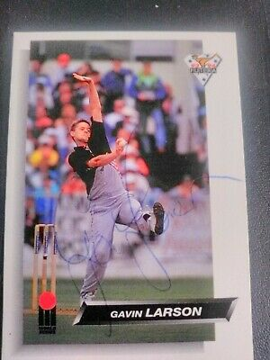 AU5 • Buy 1993 Futera Cricket Cards - Card No. 32 Signed By Gavin Larsen