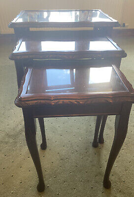 Vintage Set Of 3 Mahogany Nesting Tables With Glass Tops & Queen Anne Style Legs • 37£