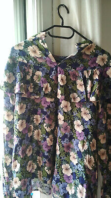 Woman Top With  Flower Pattern • 5£