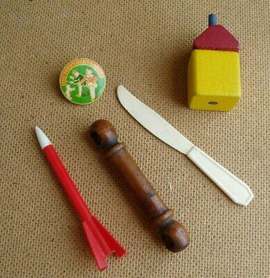 £3 • Buy Vintage Collection Of Old Toys - Freetoze League Badge + Wooden House + Rocket