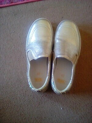 £15 • Buy Gold Leather Trainer Shoes Size 6