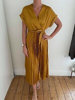 £10 • Buy New Look Gold Dress Size 10