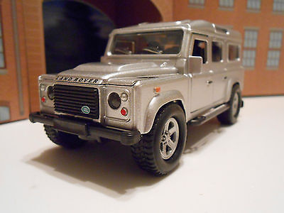 LAND ROVER DEFENDER Model Toy Car Boy Dad Birthday Gift NEW & BOXED! • 8.95£