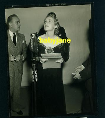 $ CDN35.29 • Buy MADELINE CARROLL VINTAGE 4X5 PHOTO CANDID AS SHE PERFORMS ON CBS RADIO 1930's