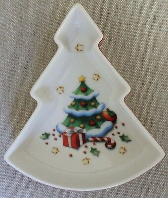 Villeroy & Boch Winter Bakery Decoration Christmas Tree Shaped Dish • 16.95$