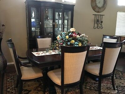 $1295 • Buy Gently Used Mahogany Dining Room Table With Hutch Set