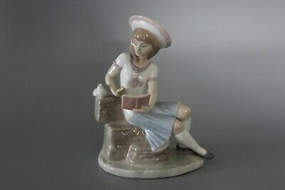 Lladro 6024 Sunday's Child 16cm Figure - Girl With Book & Dove • 90£