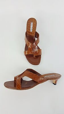 262a98e24a3f7 Manolo Blahnik Brown Alligator Thong Sandals Low Heels Shoes Size 40 1/2 NEW  •