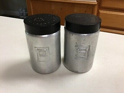 ALUMINUM SALT & PEPPER SHAKERS  Black Bakelite Lids VINTAGE  • 14.99$