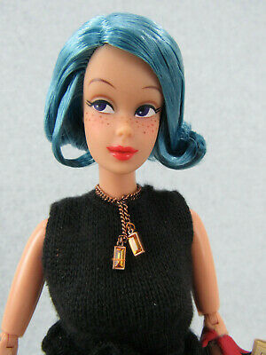 Modern Jointed 1993 Mattel Barbie Doll With Unusual Blue Hair & Freckles W Paper • 10.49$