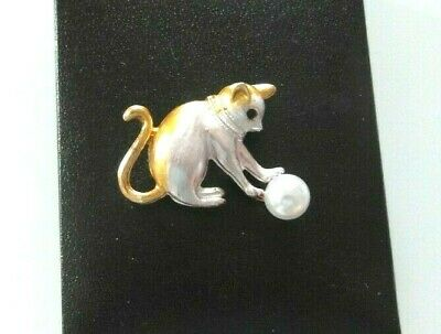 CAT Playing Pearl Gold Silver BROOCH Christmas Gift • 5.95£