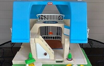 $250 • Buy Vintage Little Tikes Large Blue Roof Doll House W/Green Grass Carpet + 10 Pieces