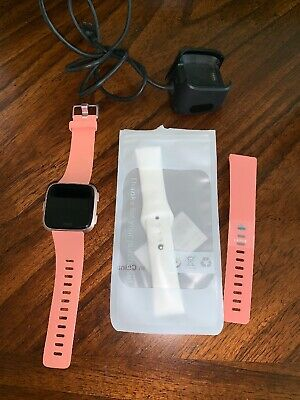 $ CDN106.52 • Buy FitBit Versa Rose Gold W/ Small & Large Peach Bands And Extra Band Used