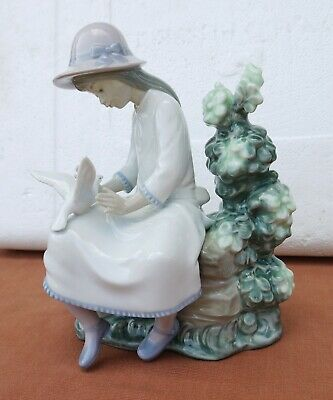 Nao By Lladro    Feasting Doves    #0383 • 36.50£
