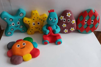 Edible Cake Decorations  IGGLE PIGGLE AND THE HAAHOOS • 18.50£