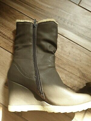 Ladies Pavers Wedge Boot Size 5 • 5£