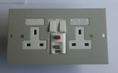(Legrand Electrak CR036) 2 Gang RCD Floor Box Switched Socket Outlet (NEW) • 20£