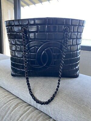 AU1800 • Buy Authentic Vintage Chanel Bag. Like New. Black