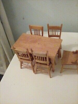 Dolls House Dining Table And Chairs • 3.20£