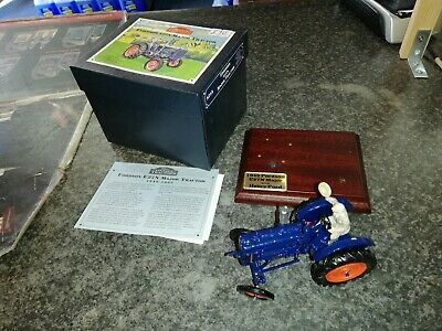 £89.99 • Buy 8715 Vintage Britains Fordson E27n Tractor Model With Plinth Mint Boxed