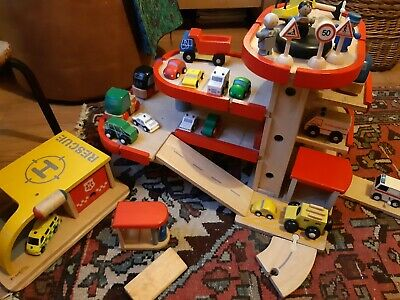Wooden Car Park Helipad Toy Cars Vans Ambulance Helicopter Age 3 4 5 • 15£