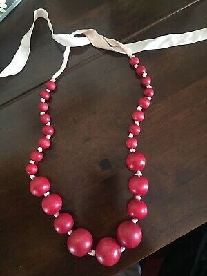 Red Wood Bead Necklace • 8£