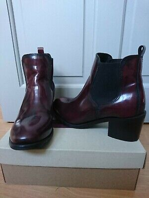 Clarks Burgundy Chelsea Boots Size 4 • 15£