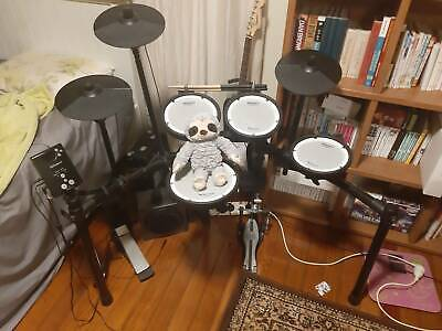 AU800 • Buy Roland Drum TD-1DMK With Drum Sticks And Speaker