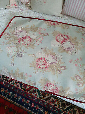 A Lovely Large Cabbages And Roses Cushion Cover • 25£