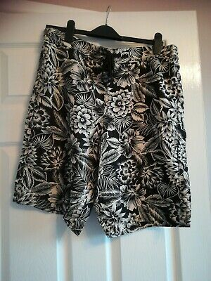 Ladies Knee Length Shorts Size 16 George.  • 1.20£