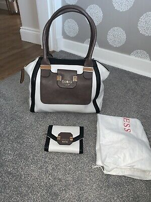 AU216.40 • Buy Gift?! 🎁 Handbag And Purse Set Guess Gorgeous! But Unwanted