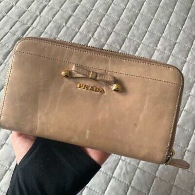 Authentic PRADA Leather Ribbon Bow Long Wallet Nude (used) • 40£